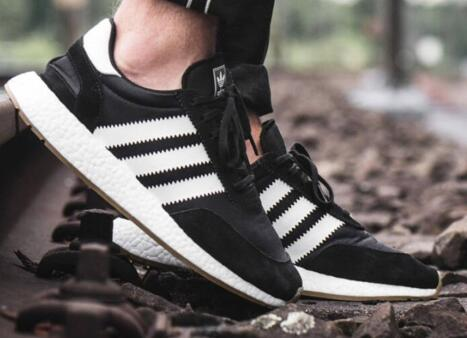 Adidas Iniki Runner Boost Black White Gum 新黑白莆田鞋!货号:D97344