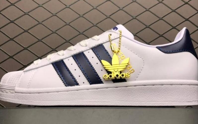 跳票王:adidas Originals Superstar Cloud White/Collegiate Royal/Gold Metallic 藏蓝/白色莆田鞋!