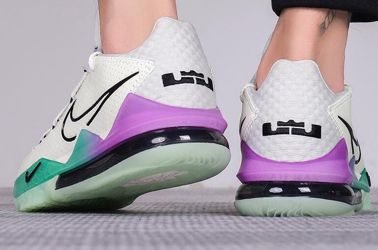 公牛世家女鞋:Nike LeBron 17 Glow In The Dark 米白/蓝/紫莆田鞋!货号:CK5007-005